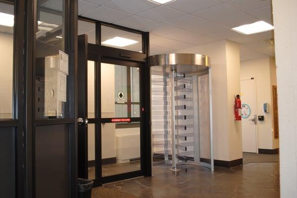 Turnlock 200 torniquete de altura completa en las residencias de la Universidad de Hofstra